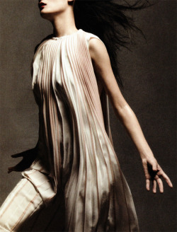 "bienenkiste:  ""Dancing in the soul"". Ming Xi by Daniel Jackson for Vogue China May 2012"
