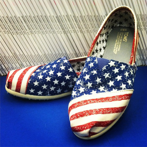Inside Teen Vogue: Patriotic kicks from TOMS Add some flair to your Fourth of July outfit with these festive style tips»
