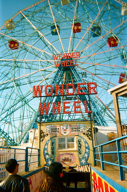 accebear:Places/Wonder Wheel by Francesca Bates on Flickr.