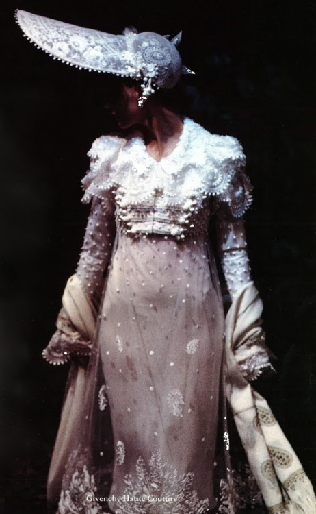 lavendress:  Givenchy Haute Couture F/W 1996
