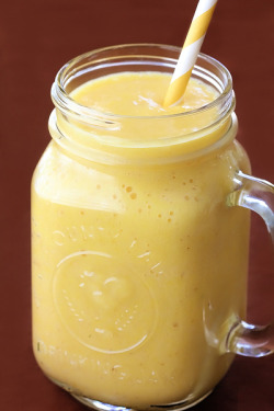 foodeatsworld:  Pineapple Ginger Smoothie (Recipe)