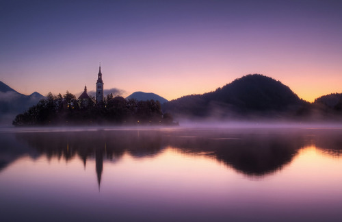 amariusque-admare:  Dawn at Lake Bled by TheFella on Flickr.