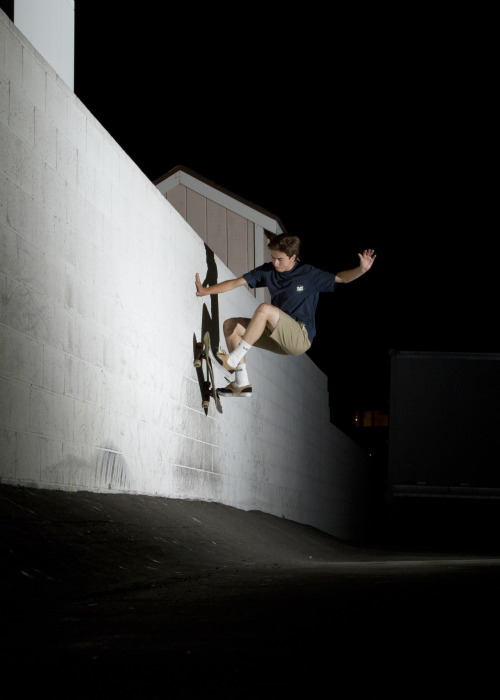 fourthebirds:  Jesse Alba- Semi broke off fs wallride AL-CA