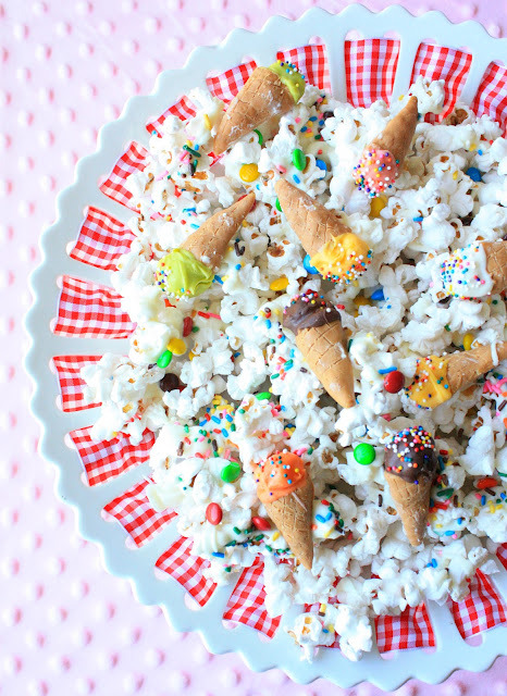 gastrogirl:  sweet and salty 'ice cream' popcorn snack mix.