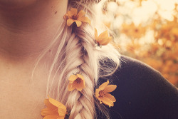 I love flowers in hair!!!