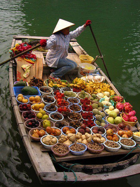 Floating Fresh fruit and Vegetables Market. Perfect. harvestheart:  runningg-free:  yummmyyy  HH:  As well as a feast for the eyes and soul.