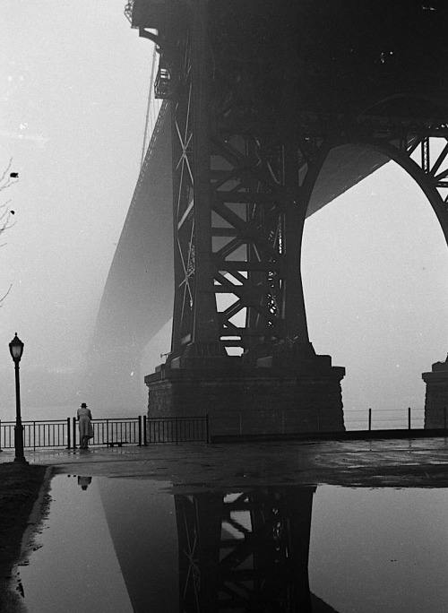 Walter Sanders Fog in New York,  January 1, 1950  From LIFE magazine Photo Archive