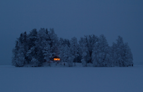 cabinporn:  Cottage on an island near Nora, Sweden. Submitted by Jonas Loiske.