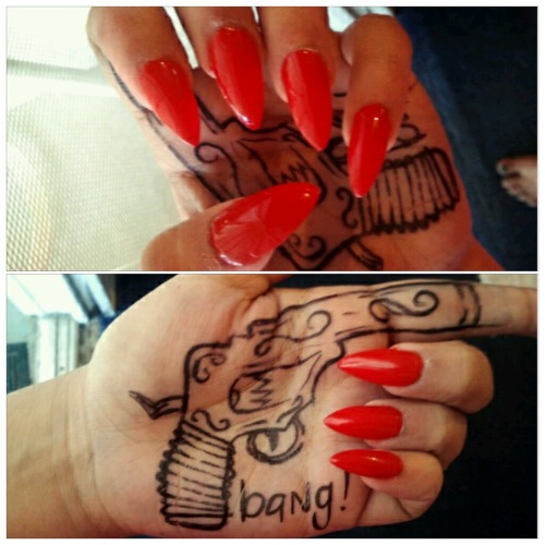 mostdopekorey:  Not allowed arnd sharpies anymore haha anyways did my nails:)