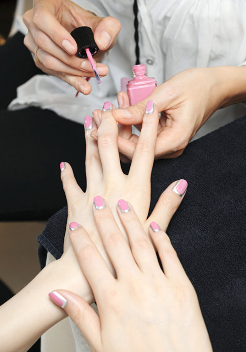 ohnoitsriag:  New nail polish trend at Chanel's Haute Couture Fall Winter 2012-2013 show ❤ (Photo via Vogue France)