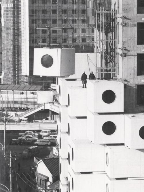 cosascool:  Nakagin Capsule Tower, Tokyo, JapanKisho Kurokawa architect[Fabrication] January 1971 – March 1972