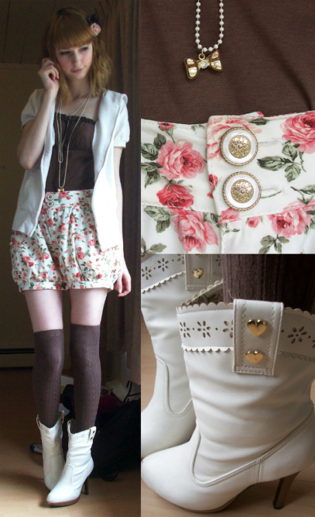 mintkismet:  Today's outfit~ Hoodie, tank, and shorts are Liz Lisa, socks are Tutuanna, boots are Yumetenbo. Detail on the back of the hoodie: (on Lookbook: Windswept)  I COULD TELL THE SHORTS WERE LIZ LISA I KNEW BECAUSE I WANTED THEM
