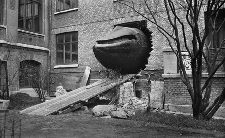 compendium-of-beasts:  The Malm Whale being moved from Ostindiska Huset to its newly built premises at Naturhistoriska Museet at Slottsskogen, 1 November 1918. Photos Elisabet Petersson. via Cabinet Magazine
