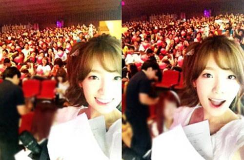"Girls' Generation's Taeyeon Shares Two New Selcas from 'Music Core'  Since the ladies of Girls' Generation aren't active in the usage of social networking services, sel-cas such as Taeyeon's new update on SM Entertainment's official homepage are always a treat! Taeyeon recently shared two adorable photos of herself with her fans as the background and wrote, ""Taken with our Sones at Music Core. Next week, what kind of concept shall we use for our picture? It was nice meeting you, everyone! You're the best!"" Netizens commented, ""Taeyeon's always so good to her fans"", ""She's got great ideas"", and ""No wonder you can't help but love her."""