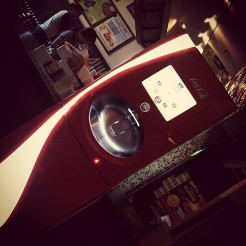 most amazing soda machine evarrr…. #wingstop #soda #sodamachine #cocacola #coke #fanta #mellowyellow #sprite #dasani #barqs (Taken with Instagram at Wingstop)