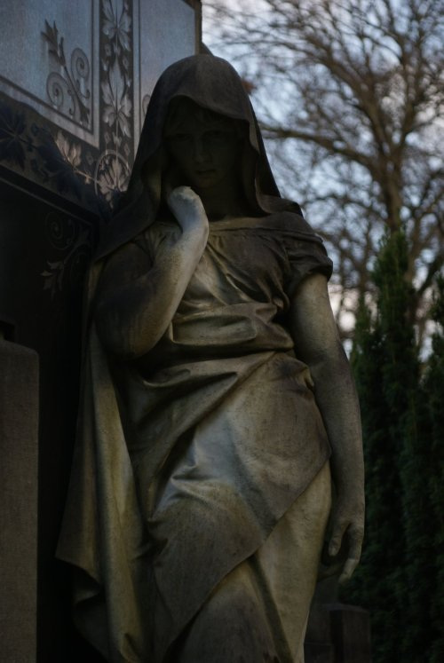 Eerie Mourner by ~TheSilentKat