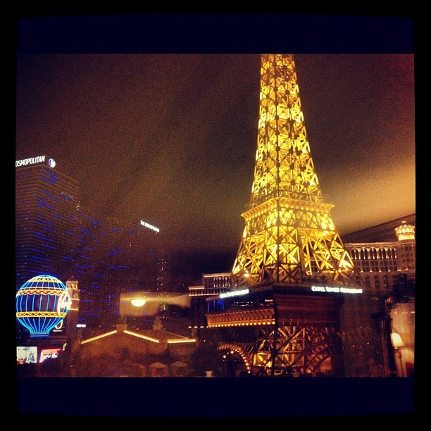 Our pretty view. Time to get druuuunk #vegas (Taken with Instagram at Paris Las Vegas Hotel & Casino)