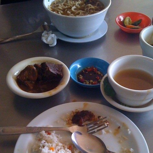 beef pares and beef mami..nomnomm (Taken with Instagram)