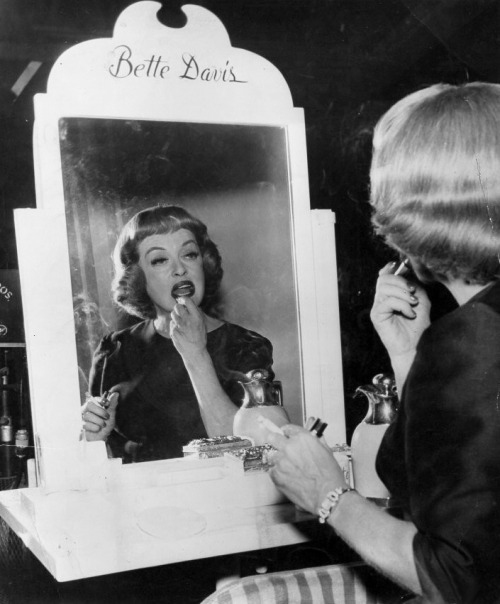 julia-loves-bette-davis:  Bette on the set of Dead Ringer (1964)