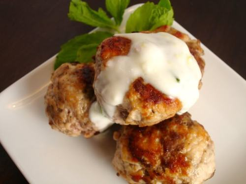 skinnyfoodielife:  Moroccan lamb meatballs with lemon mint yogurt sauce