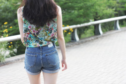 GARDEN floral ruffle sleeveless blouse , POLETTE high waisted denim shorts  www.artfitshop.com