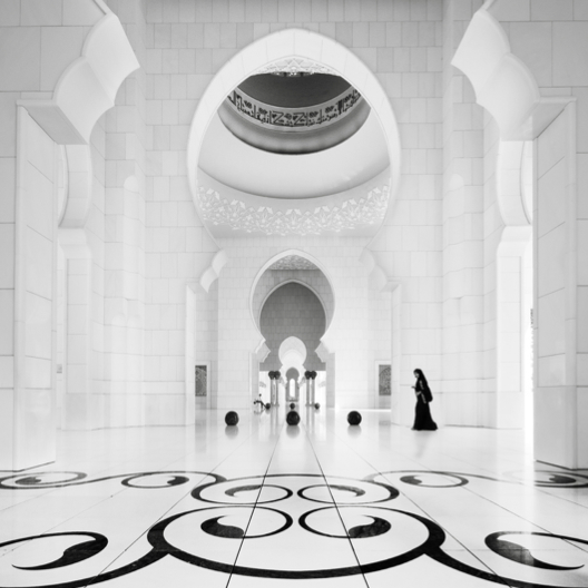 poeticislam:  Inside Sheikh Zayed Mosque, Abu Dhabi.  Taken by Ronny Behnert
