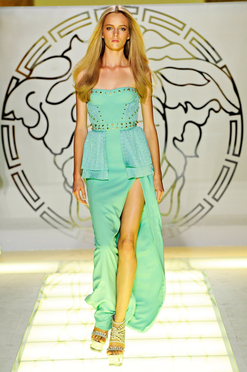spoonful-of-fashion:  Versace Spring 2012 // Runway