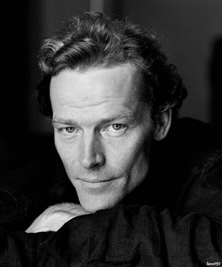 The beauty of Iain Glen…