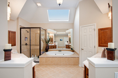 What a lovely luxurious bathroom! :-) -L