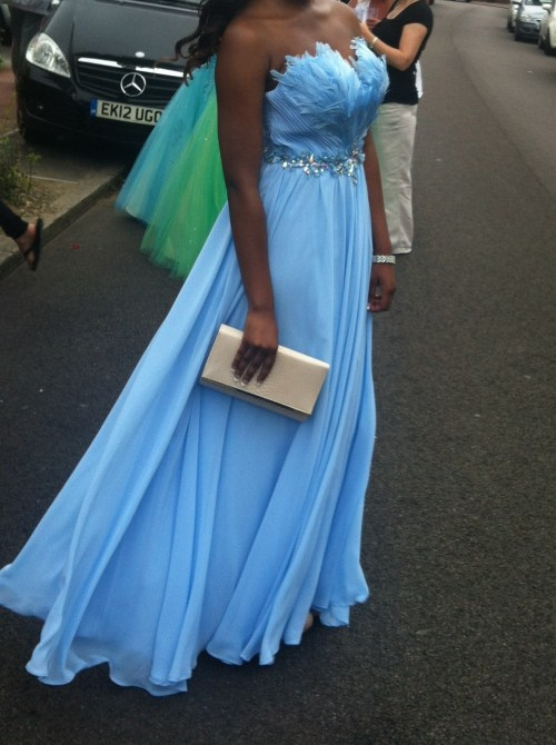 gunsandlouboutins:  The Dress