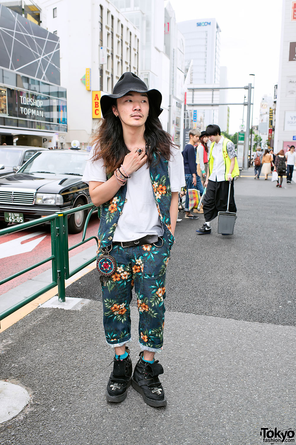 Tokyo is leaps ahead in men's fashion. I don't think that the whole outfit works but I can see past it to the key parts that do. tokyo-fashion:  Well-known Harajuku street snap personality Li Lium w/ Blackmeans & Labrat x George Cox creeper boots.