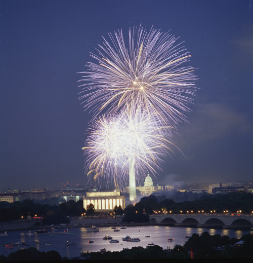 Happy 4th of July everyone! We hope you have a safe and fun holiday. The Independence Day celebration on the National Mall are an experience every American should experience once in their lifetime. Enjoy patriotic music, see brilliant fireworks, and experience the thrill of Independence Day in the nation's capital.  Photo: Department of the Interior
