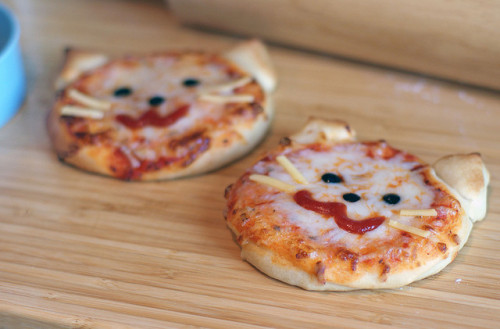 rapmemute:  Kitty Pizza for Toddlers by LoveBones on Flickr.