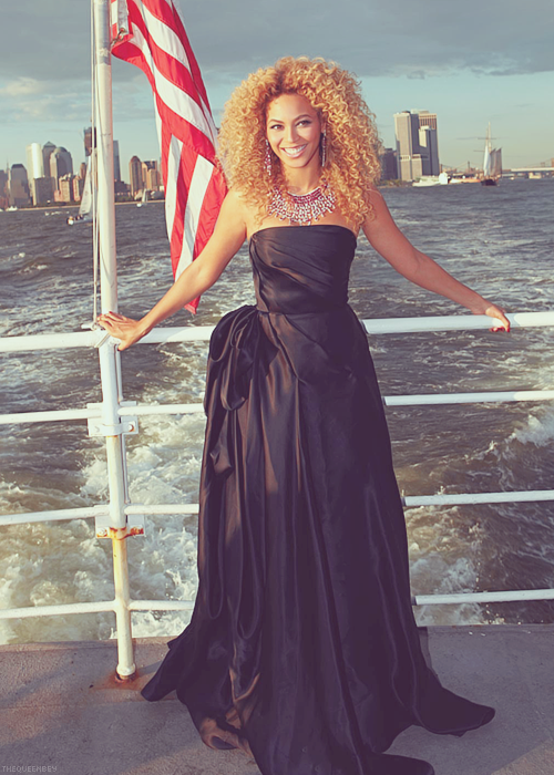 What better way to celebrate America than with our flag and our Queen Bey? Happy 4th of July my fellow Americans!