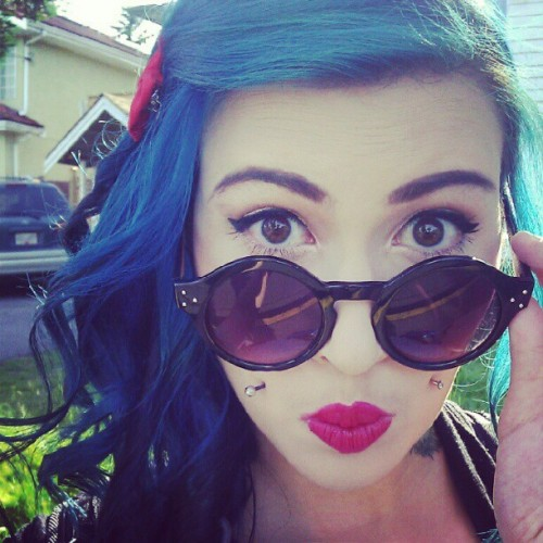 #july4th #selfportrait #bluehair #cheekpiercing #curls #sunglasses #sunshine  (Taken with Instagram)