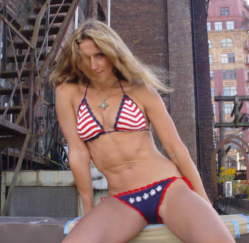 annakosturova:  Happy 4th of July!!!!! Crochet Patriot bikini by Anna Kosturova.