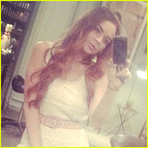 I've been waiting for this day for so long! Lindsay Lohan's a redhead again! PRAISE SANTA!