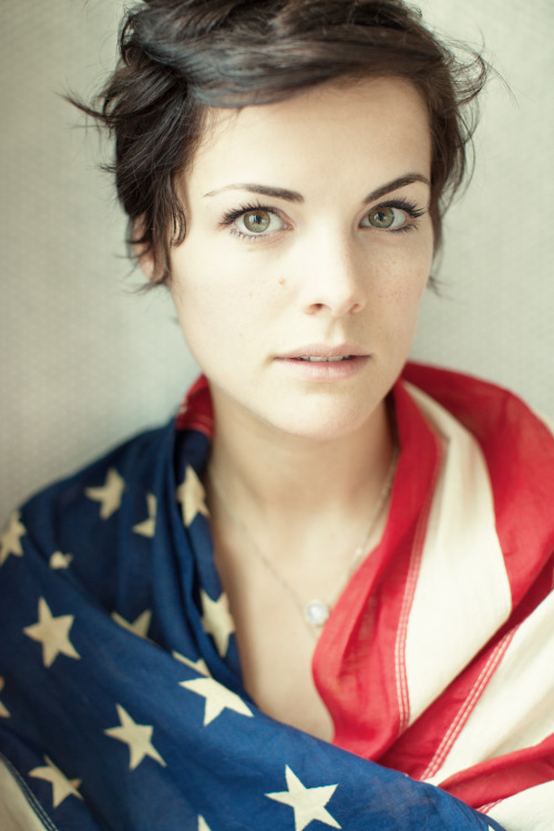 reidrolls:  happy 4th! here's a shot i took recently of the amazing @jaimiealexander here in NYC.