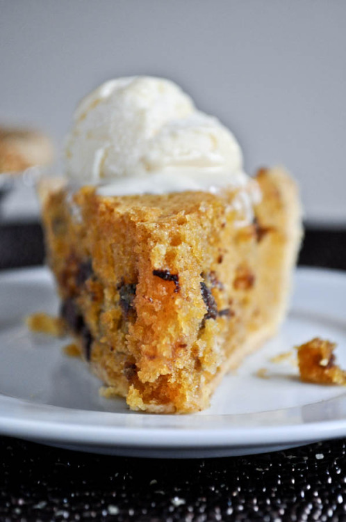 sugar-flour-eggs:  Pumpkin Chocolate Chip Cookie Pie