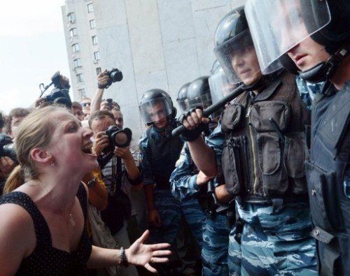 "Ukraine protests erupt over Russian language lawJuly 4, 2012 Hundreds of protesters have clashed with riot police in central Kiev and Ukraine's parliament speaker offered to resign amid uproar after a move to boost the status of the Russian language in the former Soviet republic. Riot police on Wednesday fired tear gas and used batons to push back protesters, led by opposition members of parliament, who had massed in front of a building where President Viktor Yanukovich was due to hold a press briefing. They urged Yanukovich - who had planned a celebratory statement to crown the successful co-hosting of the Euro 2012 soccer tournament - to veto the bill, which was rammed through parliament late on Tuesday by the majority Party of Regions. Yanukovich subsequently cancelled the briefing and instead called an urgent meeting with Parliament Speaker Volodymyr Lytvyn and leaders of major factions. Lytvyn himself tendered his resignation at the opening of the parliamentary session. The chamber approved the language bill in a second and final reading on Tuesday minutes after a proposal by one of the pro-Yanukovich deputies, giving opponents little time to cast their vote and prompting scuffles both in parliament and on the streets. Many protesters stayed out on the streets of central Kiev overnight. When parliament met again on Wednesday, Lytvyn said: ""Colleagues, I ask you to consider my resignation and take a decision on it."" The bill, which will not become law until first Lytvyn and then Yanukovich have signed it, would upgrade the status of Russian in the former Soviet republic, where the official state language is Ukrainian. Source"