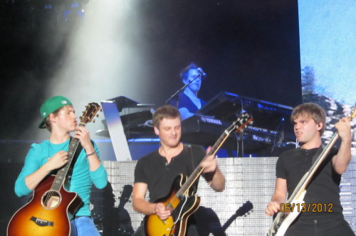 onedirection:  Niall, Sandy, and Dan rockin' out on their guitars in San Jose, CA :) 6/13/12 (submitted by organsmic) Keep submitting your photos from the tour!