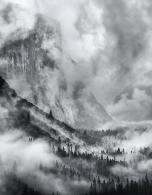 faultyclockwork:  Stormy Yosemite (by scientifantasticfilms)