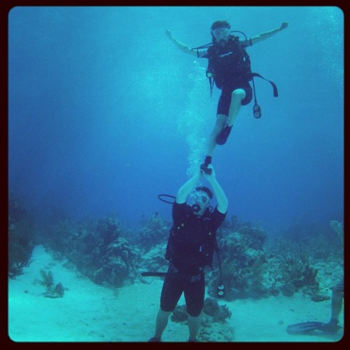kucheer:  Matt and Jordan stunting underwater in Mexico. Keep that hip in, Jordan. 😉 #cheerleading  (Taken with Instagram)