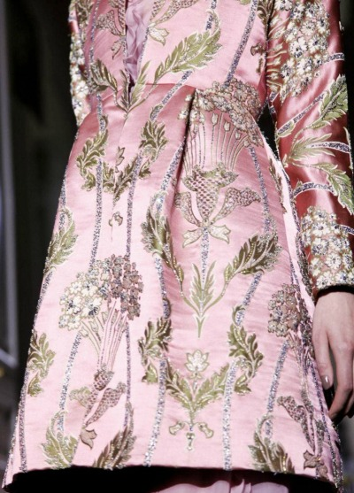 notordinaryfashion:  garavani:  Detail @ Valentino HC F/W 2012  Beautiful