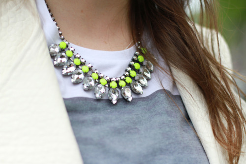 what-do-i-wear:  Jacket: ZARA / Shirt: ASOS / Necklace: H&M (image: stylescrapbook)