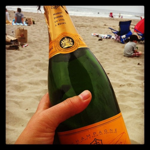 Veuve at the beach! #How/we/do #cali #champ (Taken with Instagram at Stinson Beach)