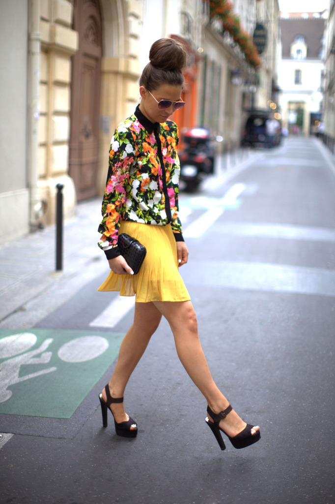 what-do-i-wear:  Fashion Union Floral Blouse, Olive Boutique Yellow Pleated  Skirt, Vintage Clutch, ASOS Platform Sandals & Ray Ban Sunglasses (image: befrassy)