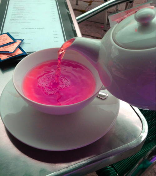 neonvvolf:  youthiest:  dawliah:  what kind of tea is this?  omg it's so cool looking   omg never saw something like this