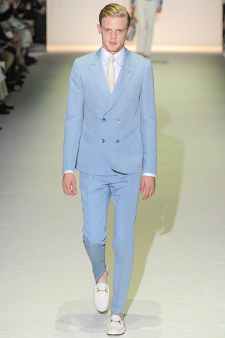 gucci menswear spring 2013:favorite looks Gucci's men's collection this season was very clean and polished.The most talented mr. ripley was a reference used for the collection.It was very fresh and colorful. It also had great prints to match. It was sorta 70s but great for the mordern man.I loved the collection.