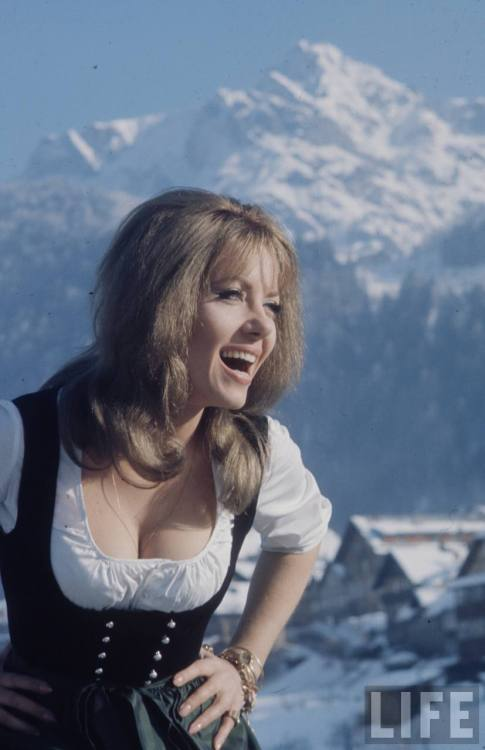 Ingrid Pitt (photograph by Loomis Dean)